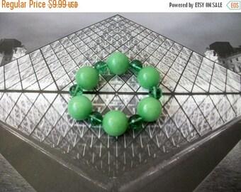 ON SALE Vintage Chunky Green Glass Beads Bracelet 72816
