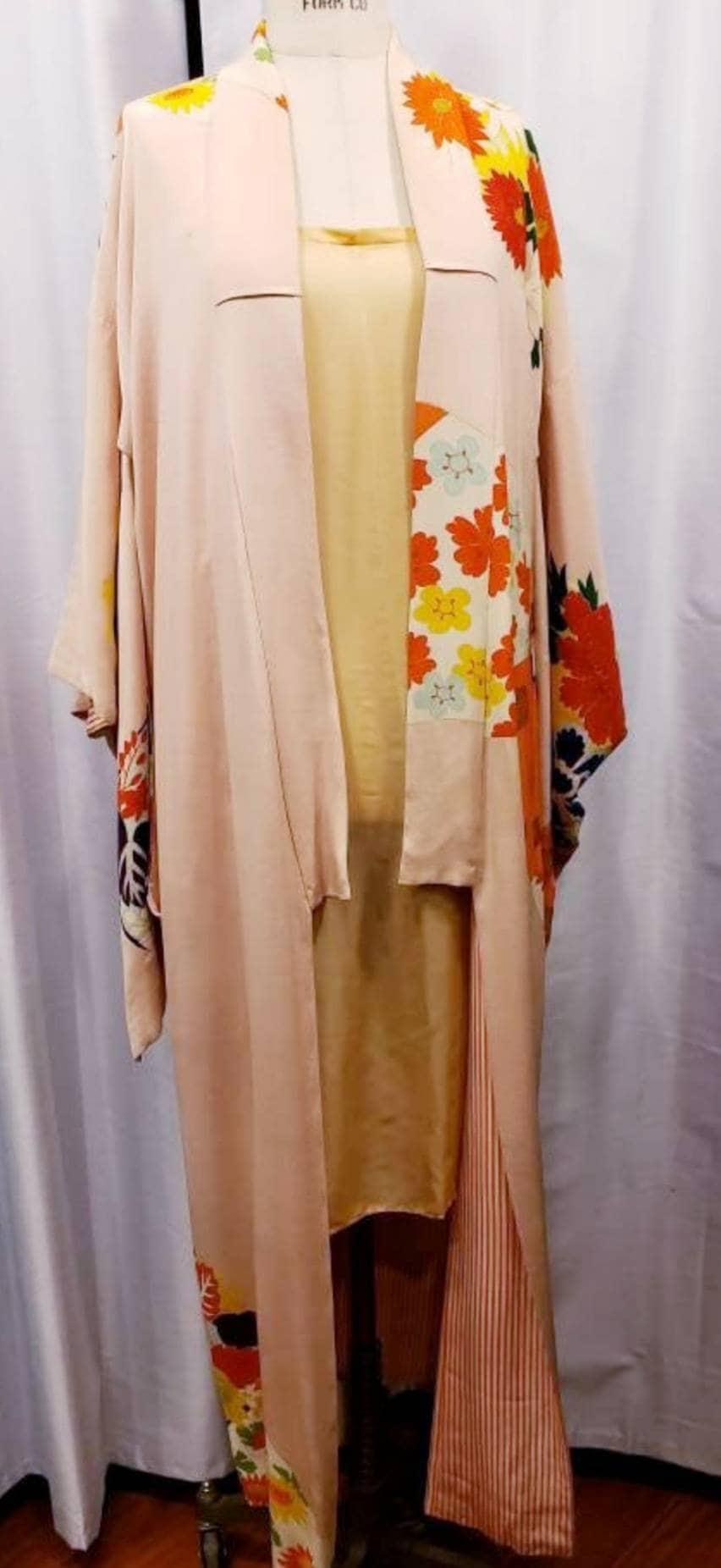 1950s Hats: Pillbox, Fascinator, Wedding, Sun Hats Womens  Beautiful Kimono 1930s 1940s 1950s Unisex Amazing Incredible Colorful Robe Jacket Evening $64.40 AT vintagedancer.com