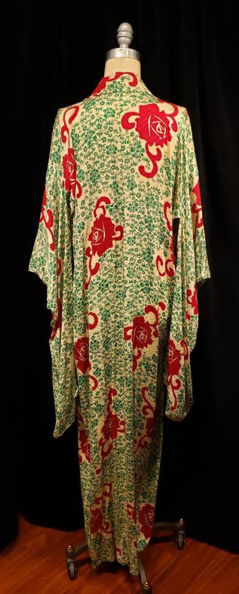 Women/'s ~ Vintage ~ Kimono ~ Bold ~ 1960/'s ~ 1970/'s ~ Dress ~ Robe ~ Amazing ~ Stunning ~ Silk ~ Incredible ~ Red Carpet ~ Unisex ~ Roses