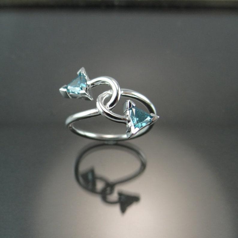 b428c418a526 Anillo de diamante azul oro blanco de 14K oro blanco dos