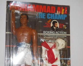Slips On Integrity Male// Action Figure Boxing Helmet /& Gloves New! Ken