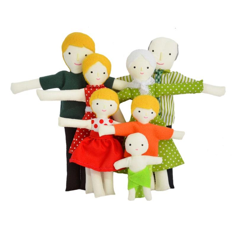 image 0 Blonde hair family