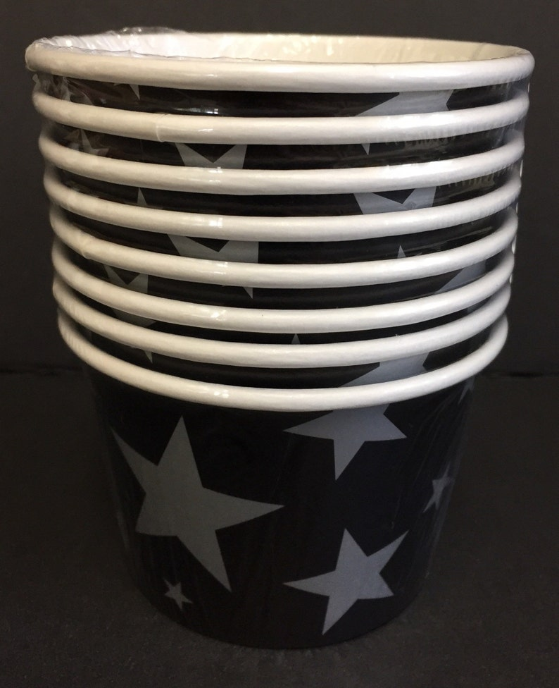 Silver Stars Paper Treat Cups 8ct