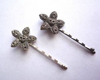 Vintage flower bobby pins with tiny settings for rhinestones, 2 antique silver or gunmetal hair pin blanks