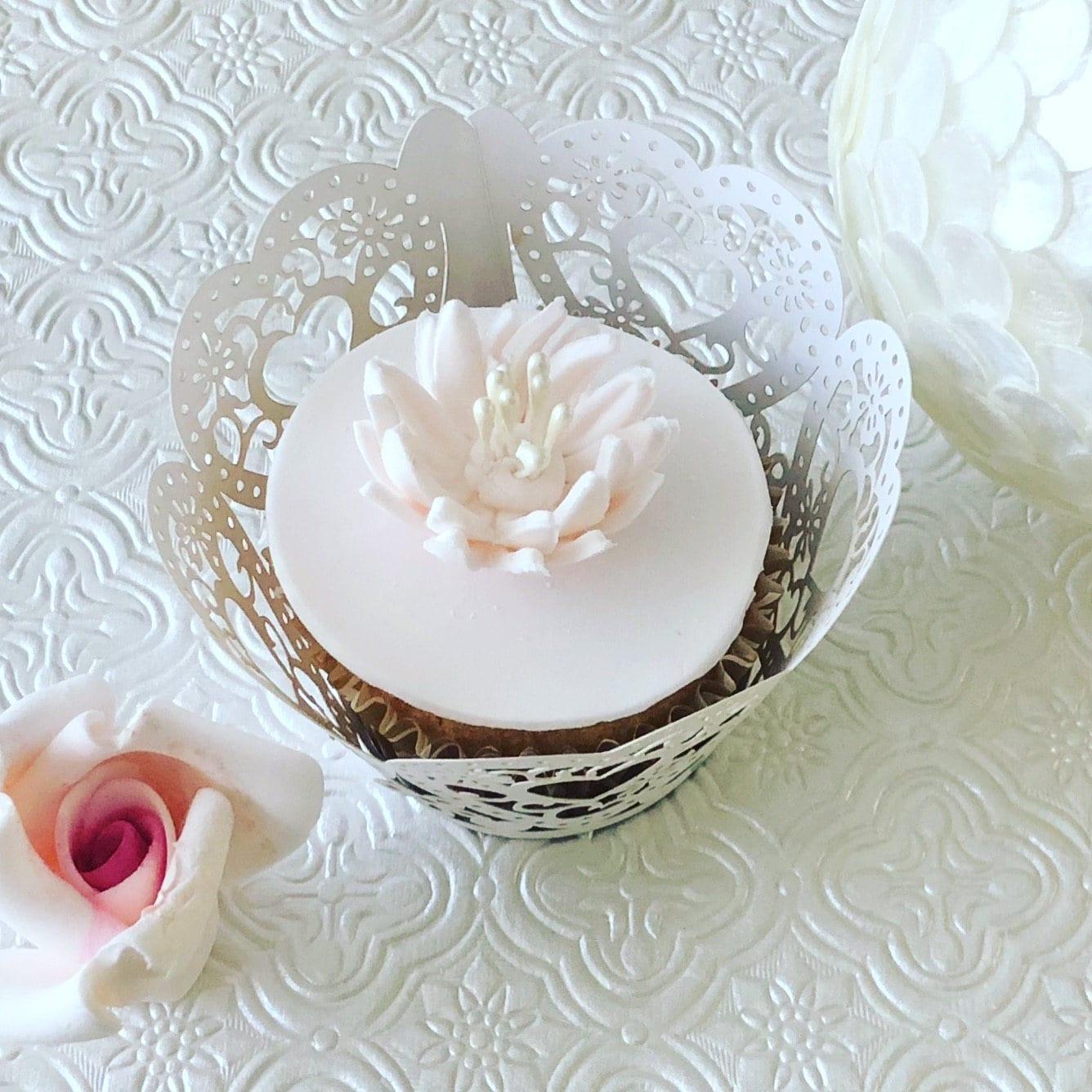 12 Gerbera Daisy Fondant Flower Iii Gumpaste Flower Fondant Etsy