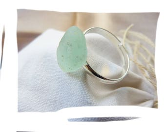Ring durable natural organic piece of glass polished by the sea