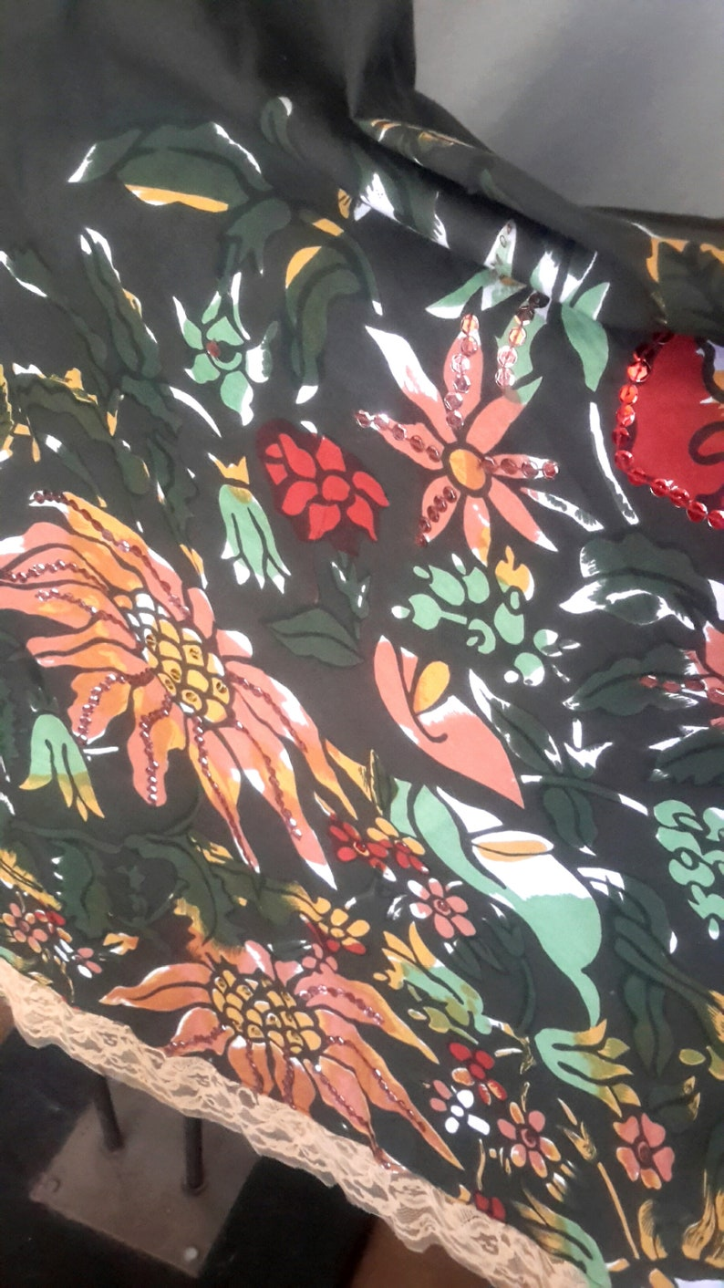 Size 12 Vintage Mossimo sequined flower skirt with brown backgr-ound in very good condition