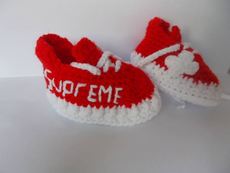 premium selection 8c9bf b4e3a Crochet Baby Shoes, The Yeezy Boost 350 red supreme, Sneakers Baby Crochet,  Yeezy 350 Boost, Crochet Baby Booties, athletic shoes