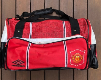 Vintage 90 s Umbro Sportswear Manchester United Football Club Over The  Shoulder Duffle Bag Retro Umbro Man Utd Soccer EPL Gym Training Bag d4076976bdcbc