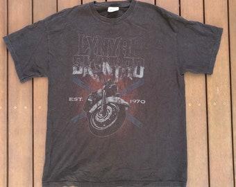 8493ff9b01b Vintage 90 s Lynyrd Skynyrd American Southern Rock Band T-shirt Retro Biker  Grunge Motorcycle Print USA Rock Band Lynyrd Skynyrd Band Tee