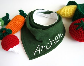 Green hand embroidered bib, baby shower gift, baby personalized gifts, unique baby gift, pregnancy gift, bandana bib boy, bandana bibs, bibs