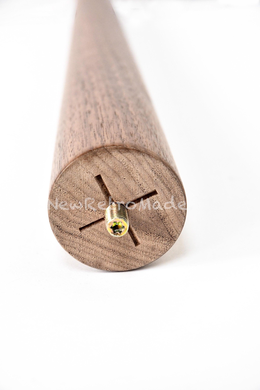 Pattes effilées en bois de noyer massif dans la taille sur mesure, jambes en bois très fortes et finition élégante