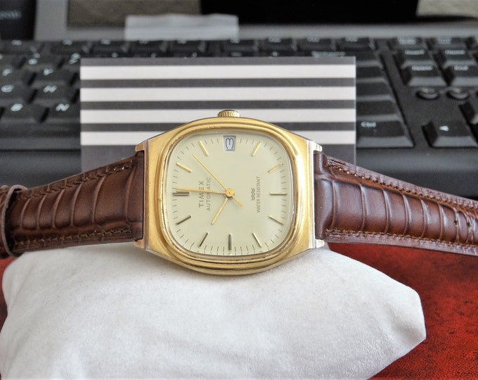 Vtg Timex Automatic Gold Tone Water Resistant Men's Watch w/ 19mm Leather Band!