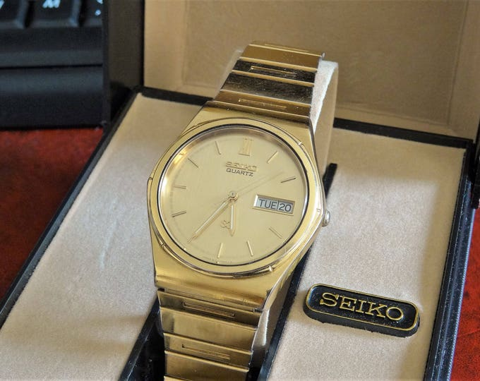 Retro 1983-1993 Seiko Gold Tone W.R. Quartz Mens Watch w/ Seiko Case & 20mm Gold Tone Band!