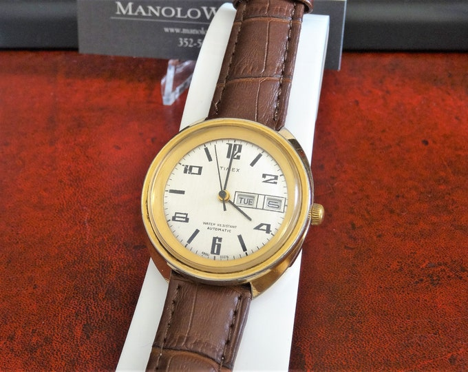 Vtg 1976 Timex Gold Tone W.R. Automatic Day/Date Mens Watch w/ 18mm Leather Band