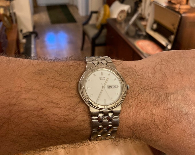 2008 Citizen White-Dial 1102-S65840 Day/Date Water Resist Quartz Men's Watch w/ 20.6mm-15.7mm St Steel Band (for parts or repairs)