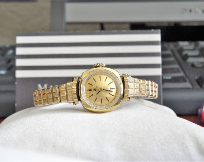 Vintage Tissot Gold Filled Hand Winding Ladies Watch w/ Speidel Gold Tone Band!