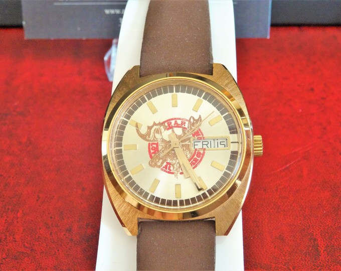 Vintage 1970's Waltham Moose Gold Tone English/Spanish Calendar Men's Watch w/ 18mm Suede/Leather Band