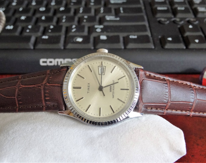 Vintage 1980s Timex Water Resistant Winding Mens Watch w/ 19mm Gen Leather Band!
