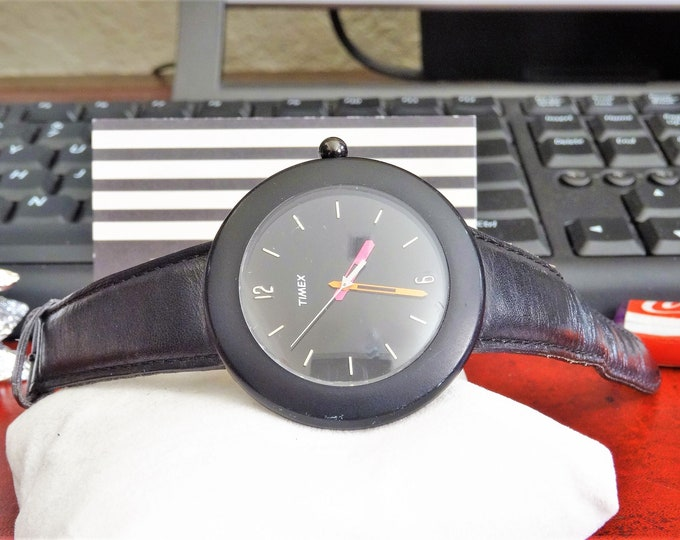 1980's Timex Quartz Watch For Parts or Repairs Hands Do Not Line Up Properly!