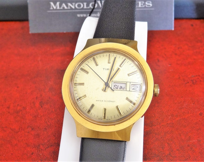 Vintage 1978 Timex Gold Tone Day/Date Water Resistant Hand Winding Men's Watch w/ 18mm Leather Band!