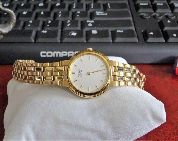 Retro Seiko Gold Tone Water Resistant Quartz Ladies Watch w/ 13mm Gold Tone Band