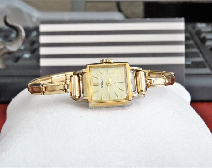 Vintage 1971 Seiko Gold Tone Hand Winding Ladies Watch w/ Gold Tone Band!