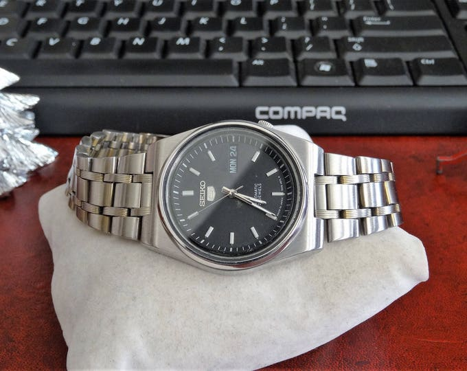 Vintage Seiko 5 Automatic Water Res Mens Watch w/ 21mm Stainless Steel Band!