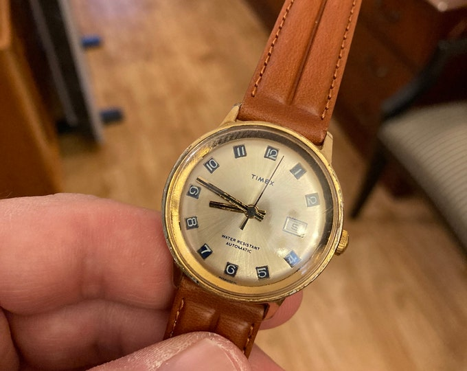 Vtg 1975 Timex Automatic Water Resistant Date Men's Watch w/ 18mm Leather Band!