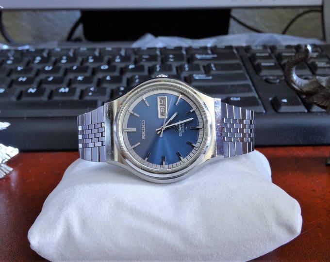 Vtg 1975 Seiko 3003 Water Resistant Quartz Mens Watch w/ 20mm St. Steel Band!