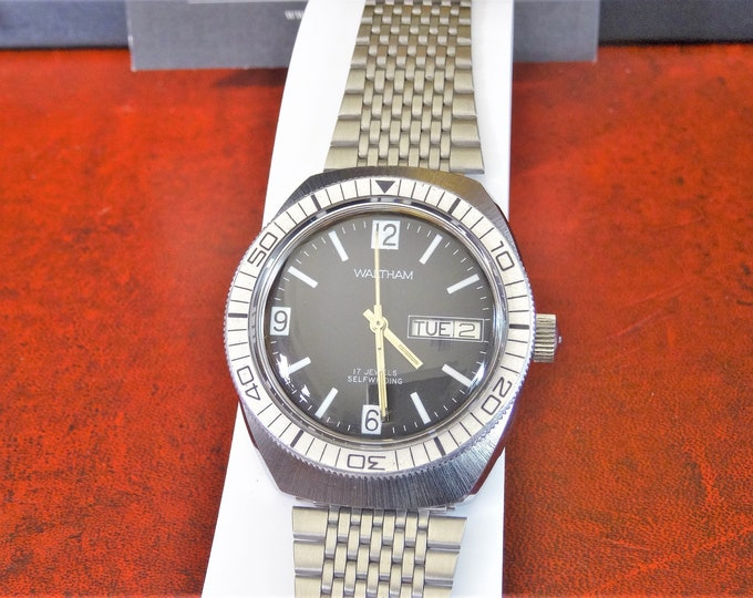 Vtg 1970s Waltham Automatic Day/Date 17-J Men's Watch w/ 21mm St. Steel Band!