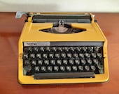 Vintage typewriter Brother Deluxe 800
