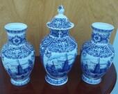 Uniek groot Delftsblauw kaststel, Gingerjar with vases