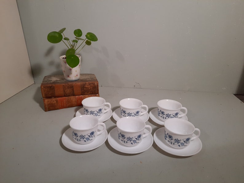 6 St. Arcopal Blue Onion Cup and Dishes Vintage image 0