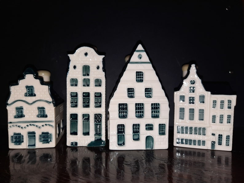 KLM Miniature cottages no. 13560 and 88 Delft blue hand image 0