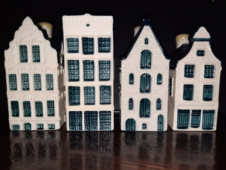 KLM Miniature cottages no. 3047 54 and 81 Delft blue hand image 0