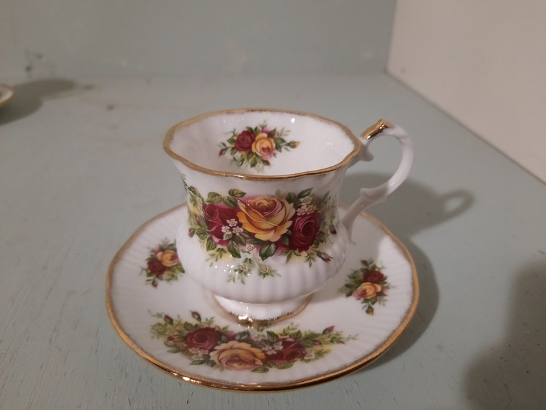 English Garden Elizabethan Staffordshire Cup and dish image 0