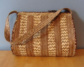 Vintage Resort Bag 60's Woven Straw Barrel Bag Minimalist Neutral Basic Classic Boho Chic 1960's Bohemian Retro Spring Summer Boheme Raffia