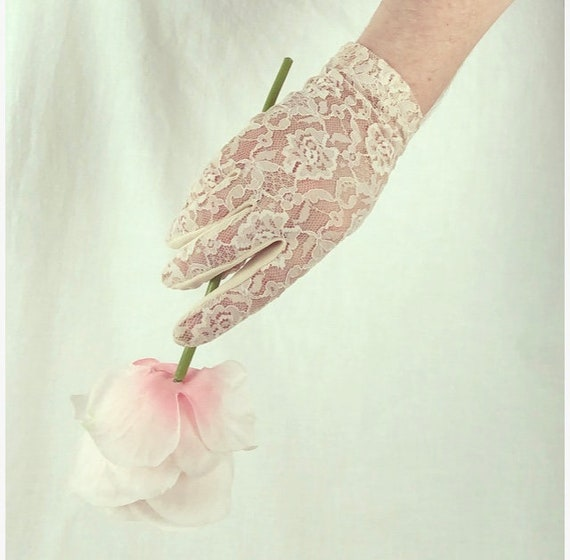 Vintage Lace Gloves 80s does 50s Nude Stretchy Han