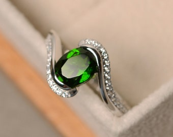 Diopside ring, oval cut diopside ring, chrome diopside ring, oval cut ring, natural diopside