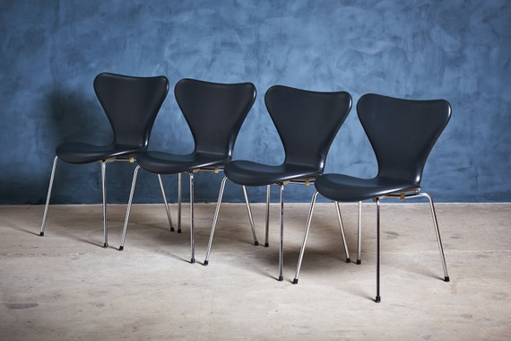 Marvelous Model Seven 3107 Black Leather Chairs By Arne Jacobsen For Fritz Hansen 1980S Set Of 4 Pabps2019 Chair Design Images Pabps2019Com