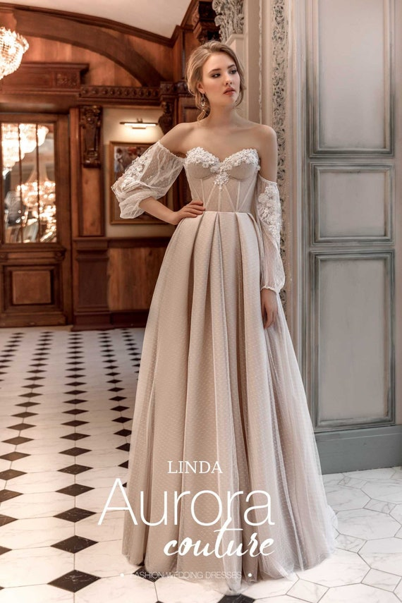 a2a0d27789 Vintage ALine Wedding Gown Solo belleza 2 t Wedding