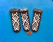 3 Ethnic Tribal Pendant Inlaid Bone Diamonds Ebony Wood Silver Cap Tongue Shape Gypsy Boho African Trade Bead Mud Bone Jewelry Supplies Art