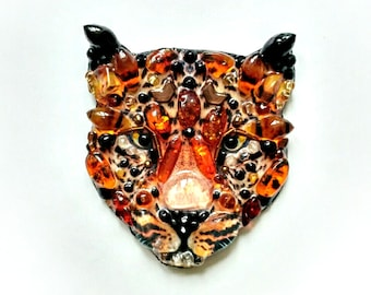 Amber leopard-handmade brooch of stones and beads