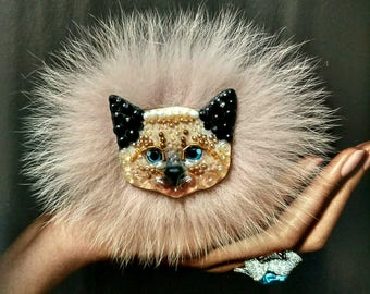 Siamese kitten-handmade brooch from stones and beads