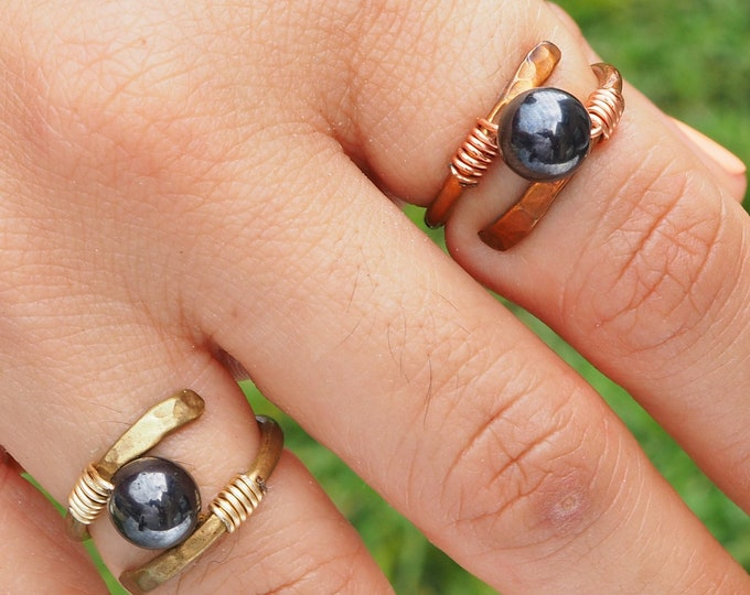 Helix magnet hematite ring, brass or copper wire, round stone, organic jewelry, nature jewelry