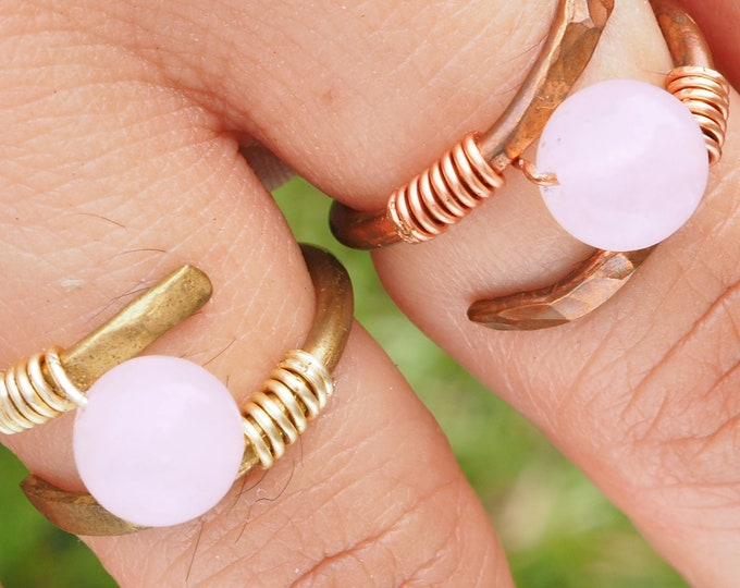 Helix rose quartz ring with natural round stone. Handmade with Copper or Brass wire