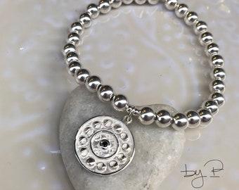 Bracelet en argent 925ème, perles de 6 mm et grande médaille de 20 mm avec les phases de la lune