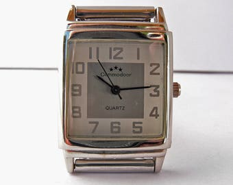 Commodoor wristwatch . Very fashionable gents/womans quartz watch . Ready to wear .
