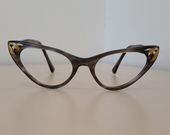 63c71fe0787 1950s Universal Cateye Eyeglasses Frame  Gray Horn Finish w Gold   Silver  Insets  Beautiful Condition  No Lenses  Rx-able Prescription Ready